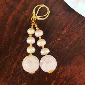 BOUTIQUE* Freshwater Pearl Frosted Quartz Earrings